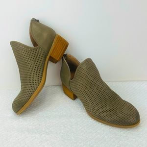 SOFFT GREEN PERFORATED LEATHER ANKLE BOOTS